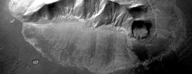 Una imagen panorámica de los glaciares descubiertos por la sonda 'Mars Reconaissance Orbiter'. (Foto: Science)